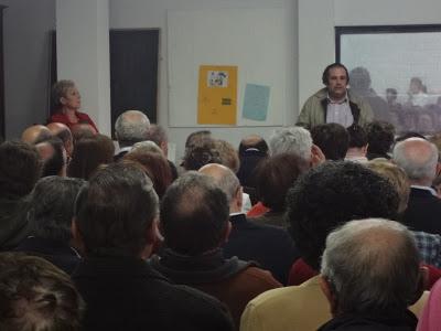 """Paco Cabrerizo, miembro de las """"Eras de Gamonal"""" durante su intervención en la Asamblea."""