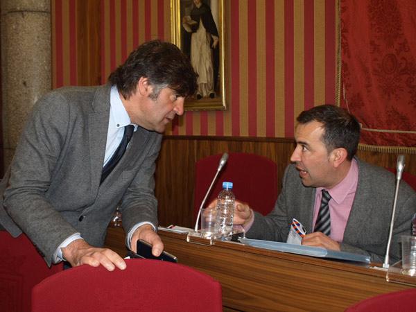 Photo of Salinero pide la dimisión de Antón por su gestión del accidente con los fuegos artificiales.