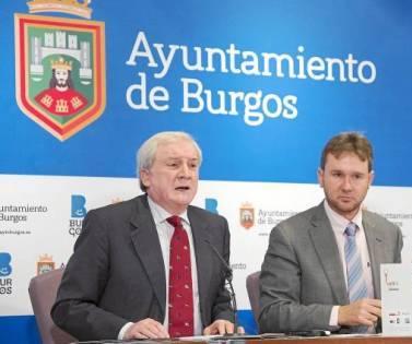 El alcalde de Burgos, Javier Lacalle; el presidente de la Cámara Oficial de Comercio e Industria, Antonio Miguel Méndez Pozo y Luis Mayoral, presidente de la Asociación Sindrome de Down de Burgos, presentan la iniciativa 'Amigos de la diversidad'.