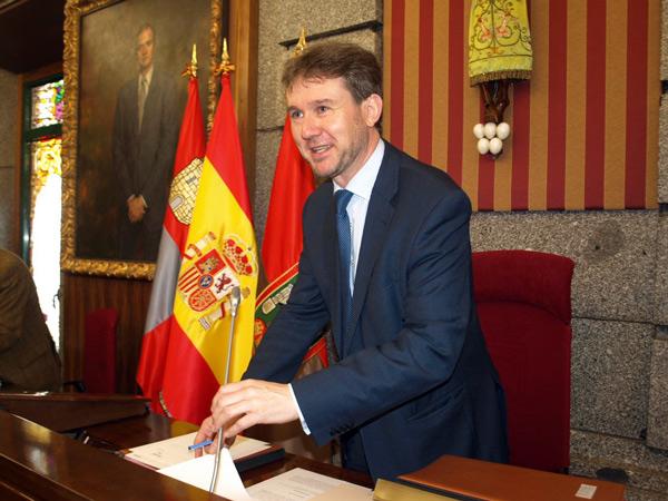 Photo of Salinero «en una democracia desarrollada Lacalle habría dimitido por cocinar el pelotazo del Colegio Peña Amaya».